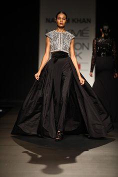 Naeem-Khan_lfw-summer%3Aresort-2013-indian-fashion-trends_scarlet-bindi010.jpg 333×500 pixels