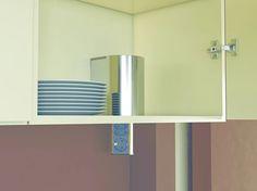 Elevator pistorasian voi asentaa myös laskeutumaan yläkaapistosta. Suojakotelon avulla saadaan viimeistelty lopputulos. #elevator #pistorasia #sisustus #koti #yritysmyynti #tukkumyynti #seinäjoki #helakeskus