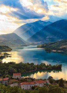 | Lago di Barrea | Parco Nazionale d'Abruzzo, Lazio e Molise | www.volamondo.it