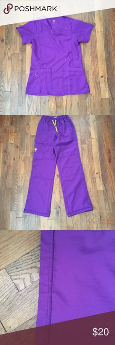 """Wonderwink scrub set In really good condition No stains or tears Top is xs Bottoms are xs tall. But they have been hemmed down to regular length Inseam is 31"""" I'm 5'5"""" and these fit perfectly  Four-way-stretch Wonderwink Tops"""