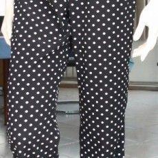 comment coudre un pantalon, élastiqué à la taille, avec une poche plaquée au dos - facile à réaliser en peu de temps. Sinon, prenez un pantalon qui vous va bien, si il est usé et inutilisable, ouvrez les coutures et faites en un patron, puis montez le comme indiqué sur la vidéo (seulement valable pour le même pantalon simple, pas pour un jean par exemple, qui est beaucoup plus compliqué et nécessite une machine à coudre de qualité).