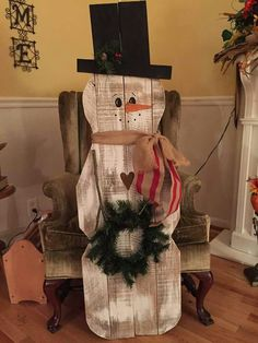 Pallet snowman I love this Pallet Christmas, Primitive Christmas, Country Christmas, Christmas Snowman, Christmas Projects, Winter Christmas, Christmas Time, Christmas Ideas, Snowman Crafts