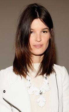 Hanneli Mustaparta, melena suelta, raya en el medio, puntas levemente desfiladas, maquillaje ultrasoft, look 100% natural.