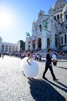 Photograpy: Unison by Takeo Akama Takeo, Places Of Interest, Street View, Photoshoot, Paris, Luxury, Wedding Dresses, Bride Dresses, Montmartre Paris