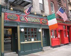 It's really difficult to find an Irish Pub in New York City! Irish Pub Interior, Irish Mob, Sports Grill, Pub Ideas, Exterior Signage, Pub Decor, Garage Bar, Pub Signs, London Pubs
