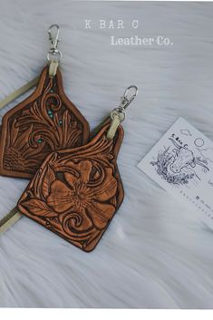 Western chic tooled leather ear tag charms by K Bar C Leather Co. Tooled Leather Purse, Soft Leather Handbags, Leather Keychain, Leather Purses, Leather Accessories, Leather Jewelry, Leather Craft, Leather Earrings, Leather Tooling Patterns