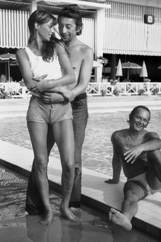 Serge Gainsbourg and Jane Birkin on holiday oin Cannes in 1972 [Gamma-Keystone via Getty Images] Charlotte Gainsbourg, Serge Gainsbourg, Gainsbourg Birkin, Estilo Jane Birkin, Jane Birkin Style, Brigitte Bardot, Jackie Kennedy, 30th Birthday Ideas For Women, Lou Doillon