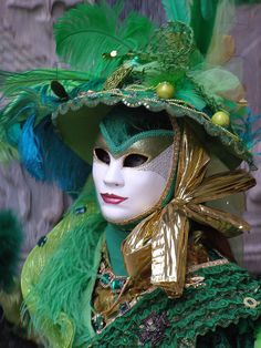 Just beautiful in green and gold. Venice Carnival 2015 by Lesley McGibbon. Venetian Carnival Masks, Carnival Of Venice, Venetian Masquerade, Masquerade Masks, Mardi Gras Costumes, Carnival Costumes, Costume Venitien, Carnival 2015, Costumes Around The World