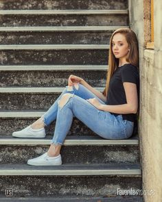 Curious about Over 50 exercises over We can help. Teen Photo Poses, Teen Photo Shoots, Teen Poses, Senior Girl Poses, Girl Senior Pictures, Senior Pics, Poses For Girls, Senior Portrait Poses, Cute Girl Poses