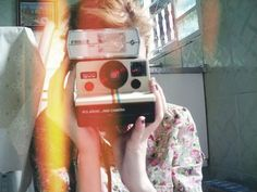 Image about girl in photography by Leila on We Heart It Cute Photography, Photography Camera, Photography Equipment, Mini Polaroid, Polaroid One Step, Polaroid Camera, Hipster Pictures, Photo Tips, Photo And Video