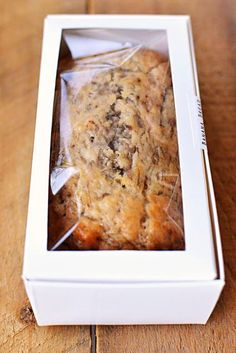 DIY banana bread favors. Fab recipe!