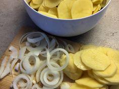 Sütőben sült hagymás krumpli sok sajttal: krémes és pikáns recept lépés 2 foto Dairy, Cheese, Desserts, Recipes, Food, Tailgate Desserts, Deserts, Recipies, Essen