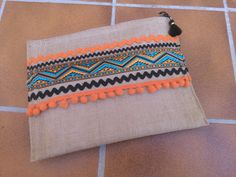 Diy Clutch, Clutch Bag, Creative Shoes, Embroidery Bags, Diy Handbag, Diy Couture, Side Bags, Boho Bags, Linen Bag
