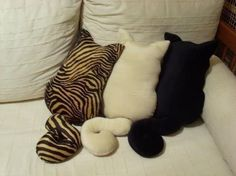 cute pillows for cat lovers...these should be SO easy to come up with a pattern for....adorable!!!!