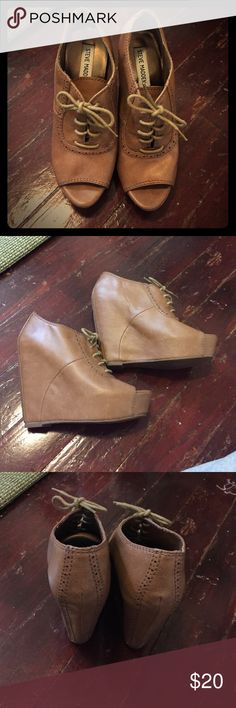 Steve Madden wedge oxfords size 8. Steve Madden wedge oxfords size 8. Man made materials. Steve Madden Shoes Ankle Boots & Booties