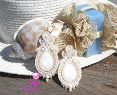 """Mod."""" Seashell"""" Realizzati con Cabochon Madre perla Panna.Pietre Dure Rosa Cipria.Soutache e Rosa Cipria"""
