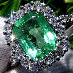 Natural green #emerald and diamond cocktail ring 14k white gold | Wonderfinds.com #May #Birthstone