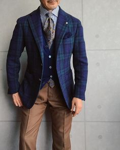No automatic alt text available. Casual Outfits, Men Casual, Fashion Outfits, Mens Fashion Suits, Mens Suits, Traje Casual, Races Outfit, Designer Suits For Men, Travel Dress