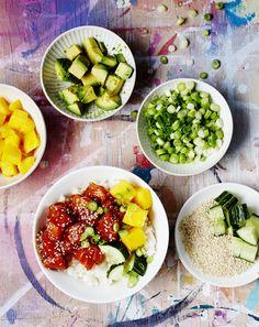 Havaijilainen poke yhdistää aasialaisia mausteita ja tuoretta lohta.