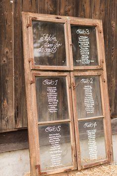 Inspiration: Sitzordnung zur Hochzeit in einem alten Bauernfenster