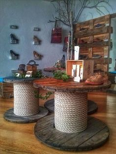 60 DIY Recycled Wood Cable Spool Furniture Ideas & Projects For Porch Decorating. - 60 DIY Recycled Wood Cable Spool Furniture Ideas & Projects For Porch Decorating… 60 DIY Recycled Wood Cable Spool Furniture Ideas & Projects For Porch Decorating… Wooden Spool Tables, Cable Spool Tables, Wooden Cable Spools, Cable Spool Ideas, Cable Reel Table, Spools For Tables, Cable Reel Ideas Garden, Recycler Diy, Decoration Palette