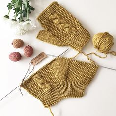 Manusi croşetate – Handarbeit – R .K - Crochet Fingerless Gloves Knitted, Crochet Gloves, Knit Mittens, Knitting Socks, Crochet Lace, Crochet Stitches, Knitted Hats, Baby Knitting Patterns, Crochet Patterns