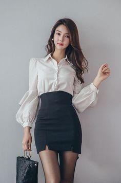 Korean Fashion Trends you can Steal – Designer Fashion Tips Fashion Models, Fashion Brands, Girl Fashion, Fashion Outfits, Womens Fashion, Moda Ulzzang, Sexy Rock, Moda Formal, Beautiful Asian Women