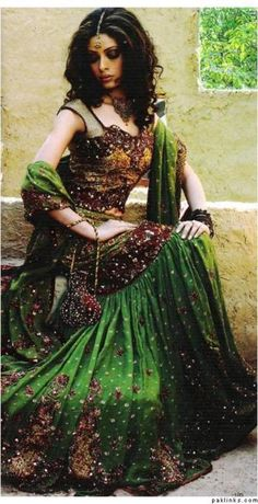 Dancer in emerald and bronze colors
