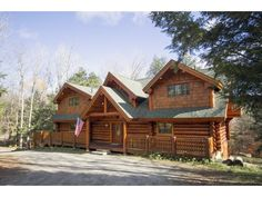 Handcrafted log home surrounded by Vermont Maple trees. Minutes from Stratton Resort, Bromley Mtn and Manchester.