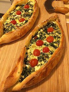 Pide mit Spinat und Schafskäse, ein tolles Rezept aus der Kategorie Brot und Brötchen. Bewertungen: 96. Durchschnitt: Ø 4,3.