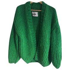 I LOVE MR MITTENS GREEN WOOL KNITWEAR. #ilovemrmittens #cloth I Love Mr Mittens, Couture Details, Green Wool, Color Trends, Urban Fashion, World Of Fashion, Luxury Branding, Knitwear, Clothes For Women