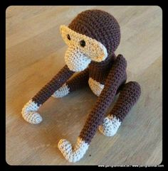 Kay Bojesen Abe - gratis step by step opskrift Monkey free pattern Crochet Monkey, Crochet Baby Toys, Crochet Art, Crochet For Kids, Crochet Animals, Crochet Dolls, Free Crochet, Knitting Patterns, Crochet Patterns