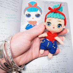 250 отметок «Нравится», 25 комментариев — МилашкаКукляшк аmigurumi dolls (@chernova_emiliya) в Instagram: «Ох уж эти детки Как написала раньше тело куколки #lolsurprise свзала за 12чачов, а вот одеть…»