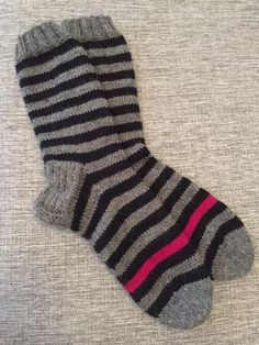 Handmade and handmade, wool socks . Handmade and handmade, wool socks … – # Hand # Crafts # do Crochet Socks, Knitted Slippers, Wool Socks, Knitting Socks, Knit Crochet, Knitting Patterns, Crochet Patterns, Rainbow Socks, Designer Socks