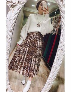 Hijab Style Dress, Hijab Chic, Hijab Outfit, Hijab Wear, Islamic Fashion, Muslim Fashion, Hijab Fashion, Fashion Dresses, Winter Outfits Women