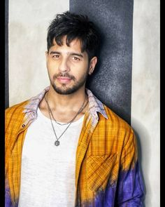 Shershaah actor Sidharth Malhotra's commendable efforts to keep Kargil clean as he shoots there September 09 2019 at Indian Celebrities, Bollywood Celebrities, Kapoor And Sons, Ek Villain, Alia Bhatt Cute, Glamour World, Hot Stories, Cute Love Couple, Cute Girl Poses