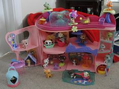 Lps house so many cute pets😝 Lps Littlest Pet Shop, Little Pet Shop Toys, Little Pets, Animals For Kids, Animals And Pets, Cute Animals, Lps Houses, Lps Accessories, Easy Pets