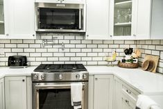 Modern kitchen design with glazed white brick tiles and black mortar. Glazed Slilmbrick tile in Picket Fence White from Mutual Materials. Brick Interior, Interior Design, White Brick Tiles, Thin Brick, Modern Kitchen Design, Interior Inspiration, Kitchen Cabinets, Indoor, Twists