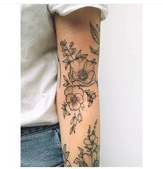 Beautiful Sunflower Tattoos for Women tattoo designs 2019 - Tattoo designs - Dessins de tatouage Tattoo Girls, Small Girl Tattoos, Dainty Tattoos For Women, Tatoo Floral, Floral Tattoo Design, Floral Sleeve Tattoos, Poppy Tattoo Sleeve, Colorful Flower Tattoo, Quarter Sleeve Tattoos