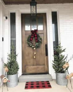 50 Christmas Front Porch Decor Ideas that puts up an Excellent welcome show for . , 50 Christmas Front Porch Decor Ideas that puts up an Excellent welcome show for .
