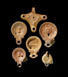 Six Roman terracotta oil lamps. Roman Artifacts, Historical Artifacts, Ancient Artifacts, Ancient Pompeii, Pompeii And Herculaneum, Roman Technology, Art Romain, Pompeii Italy, Roman Sculpture