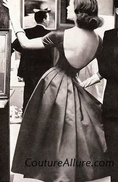 Couture Allure Vintage Fashion: What to Wear Under a Low Back Dress - 1957 Source by dlagler fashion idea Robes Vintage, Vintage Dresses, Vintage Outfits, 1950s Dresses, Vintage Clothing, Viejo Hollywood, Old Hollywood, Vintage Glamour, Vintage Beauty