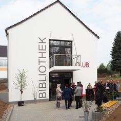 Sanierung und Umbau eines bestehenden Gebäudes zu einer Bibliothek mit Clubraum.