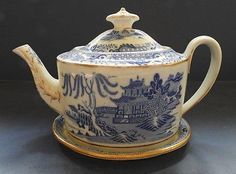 ENGLISH PORCELAIN BLUE & WHITE TEAPOT AND STAND - C.1800-20