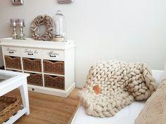 Joetjz plaid XXL knit. Handgemaakte plaids van 100 % merinowol. Puur natuur. Ongeverfde wol. Superzachte en enorm dikke wol.  Verkrijgbaar in maat s, m l, xl en xxl knit.  Www.joetjz.nl.