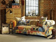 With a vintage inspired Olympian moleskin fabric, this chesterfield stylesofa, perfectly complemented by an original looking trunk can add loads of personality.