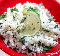 Cauliflower Rice - This CauliRice recipe is a great substitute for that lovely, but unhealthy, white rice. Banting Diet, Banting Recipes, Vegan Rice Dishes, Cauli Rice, Paleo, Vegan Cauliflower, White Rice, Rice Recipes, Healthy Eating