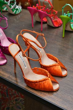 Orange Shoes for Summer – Manolo Blahnik Shoes 2014 - Fashion Shoes Ideen Orange Sandals, Orange Shoes, Orange Pumps, Blue Shoes, Manolo Blahnik Schuhe, Manolo Blahnik Sandals, Stilettos, High Heels, Black Heels