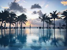 After a wonderful tour of the south and a surprising discover of Le Morne and its magnificent mountain. We get on time for a swim in the swimming pool of Paradis with a beautiful sunset as company. by gmateus