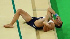 Rival de Zanetti cai errado em salto, quebra perna e é imobilizado - 06/08/2016 - UOL Olimpíadas